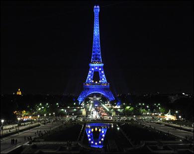 برج إيفل الفرنسي يشارك في حملة حماية الأرض