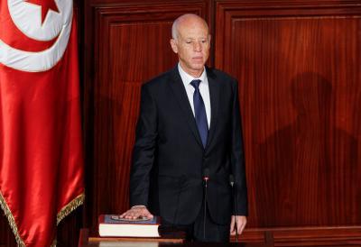 محاولة اغتيال الرئيس التونسي بطرد مسموم.
