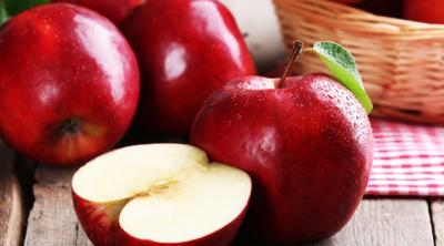 لهذا السبب تناول التفاح على الريق