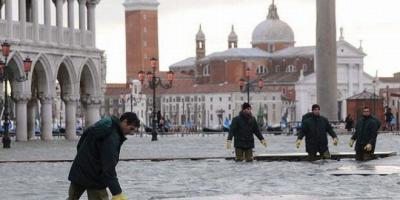 مدينة البندقية الإيطالية تغرق بمياه الأمطار… و السوريون يسخرون وينا المحافظة ؟!!
