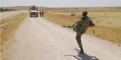 جندي سوري يتحدى دورية أميركية