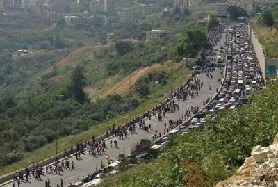 الطرقات في لبنان تغص بالمواطنين السوريين المتوجهين إلى السفارة السورية