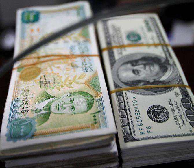 """""""المركزي"""" يخفض سعر صرف الدولار رسمياً"""