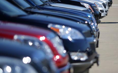 وزير لديه 13 سيارة…ثلاث سيارات منها لخدمة منزله !!