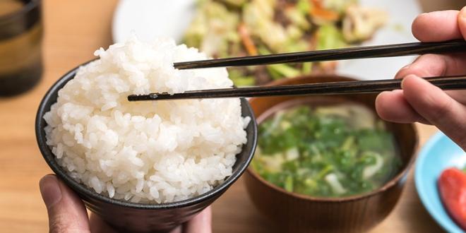 ما قصة عيدان الطعام التي يأكل به الصينيون ؟